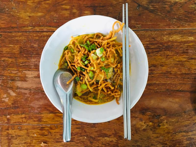 Chicken Khao Soi, North of Thailand, populair lokaal voedsel stock afbeelding