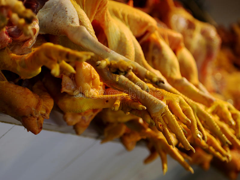 Chickenfeet en el carnicero foto de archivo libre de regalías