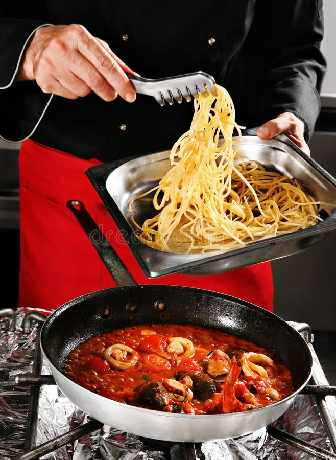 Free Chief Add Pasta In Pan Royalty Free Stock Image - 9568776