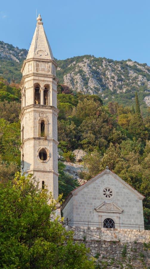 Chiesa antica nella città di Perast, baia di Cattaro immagini stock libere da diritti