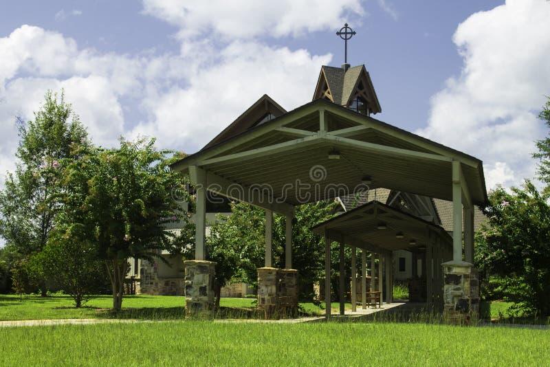 Chiesa cattolica della montagna del pino fotografie stock libere da diritti