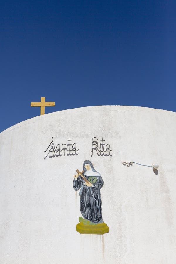 Chiesa cattolica di Santa Rita con chiaro cielo blu, Argentina fotografie stock libere da diritti
