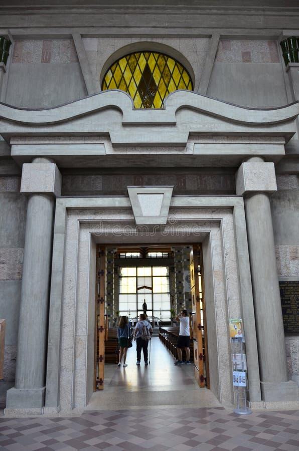 Chiesa cattolica moderna nel Portogallo fotografie stock