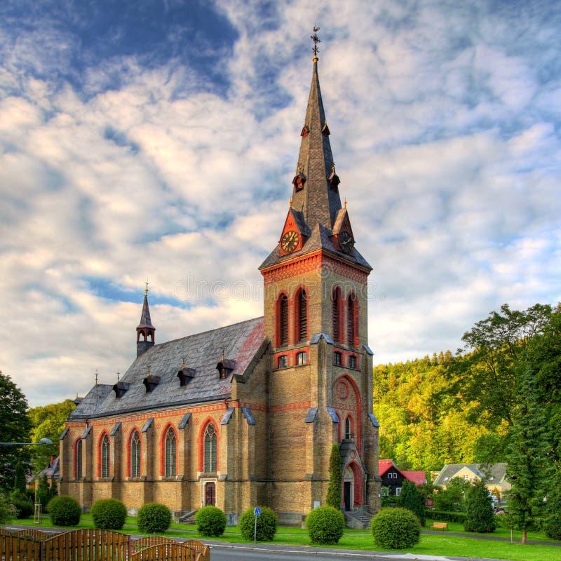 Chiesa cattolica piacevole in Europa Orientale fotografia stock libera da diritti