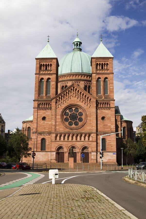 chiesa cattolica San-Pierre-le-Jeune a Strasburgo immagini stock libere da diritti