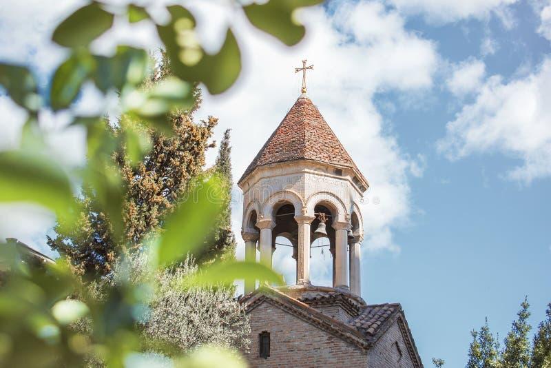 Chiesa cristiana un giorno di estate soleggiato immagine stock libera da diritti