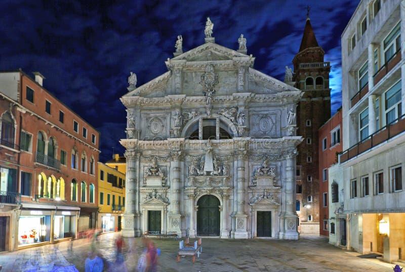 Chiesa de San Moise nachts in Venedig, Italien stockfotografie