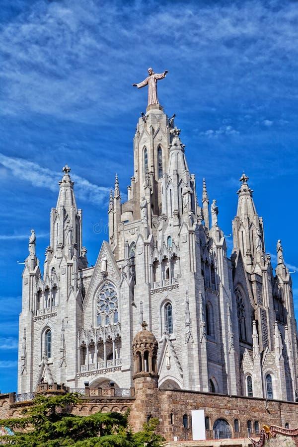 Chiesa del cuore sacro di Gesù (Temple Expiatori del Sagrat Cor) sulla sommità del supporto Tibidabo a Barcellona fotografia stock