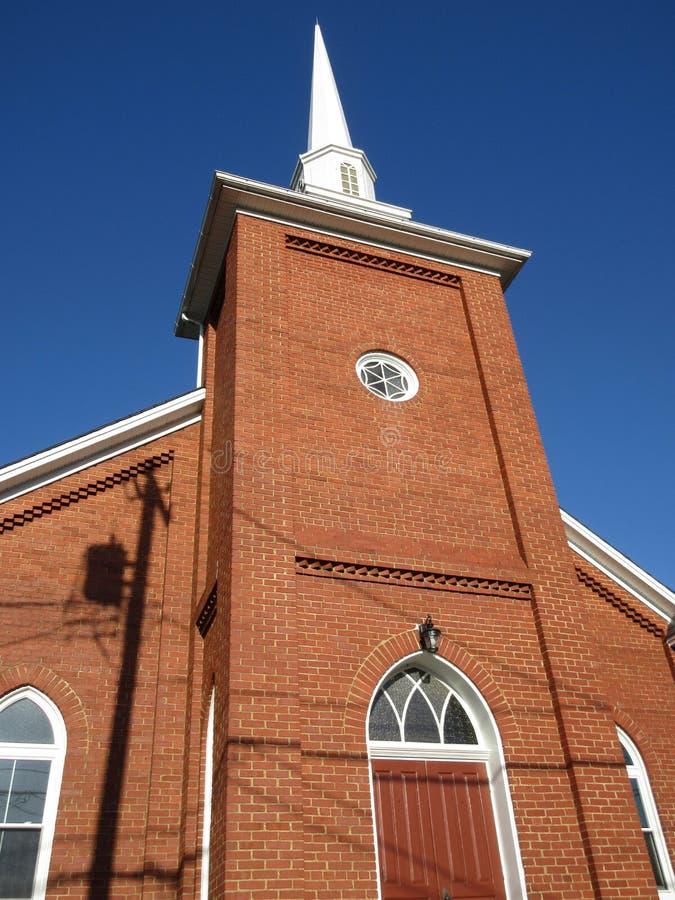 Chiesa del mattone abbastanza rosso immagine stock libera da diritti