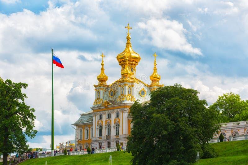 Chiesa del palazzo di St Peter e di Paul in Peterhof fotografie stock libere da diritti
