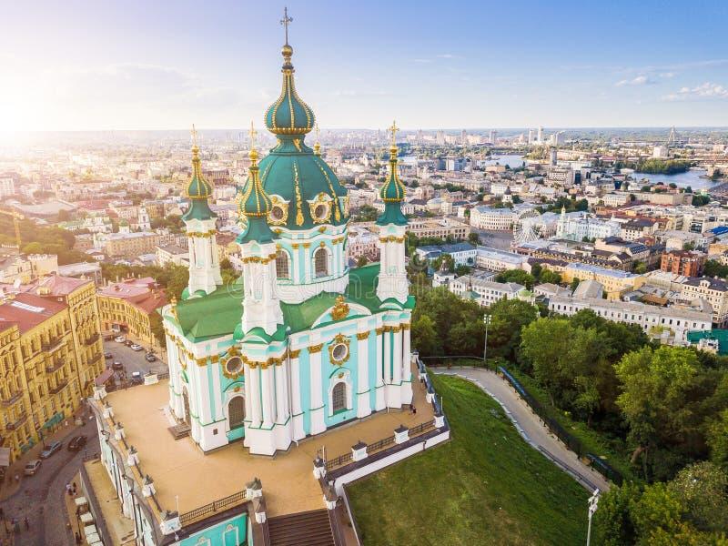Chiesa del ` s di St Andrew, Kiev Ucraina Vista da sopra Foto aerea fotografia stock