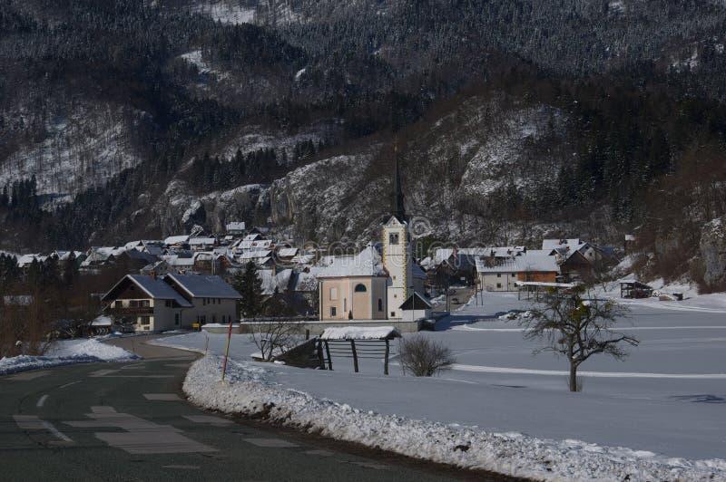 Chiesa del ` s di St Margaret in Bohinjska Bela - immagine di inverno immagini stock