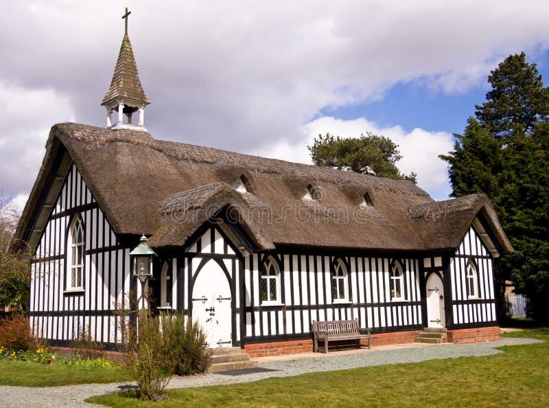 Chiesa del villaggio, Inghilterra immagini stock libere da diritti