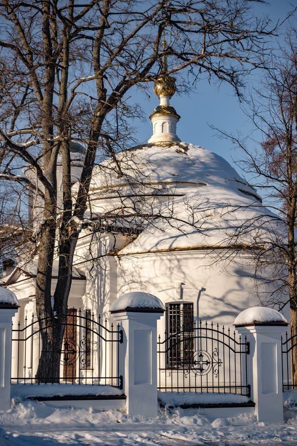 Chiesa dell'arcangelo Michael del diciannovesimo secolo nel villaggio di Kutepovo, Russia immagine stock libera da diritti