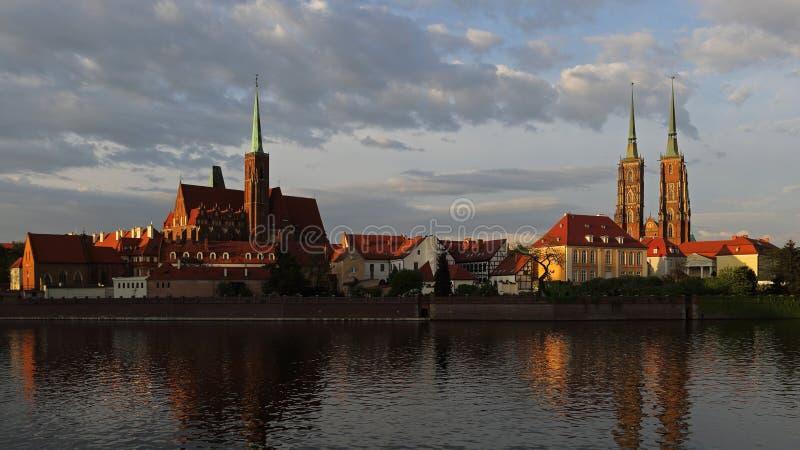Chiesa dell'incrocio santo e cattedrale di Wroclaw sull'isola di Tumski, Polonia fotografia stock libera da diritti