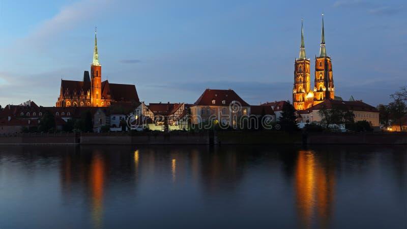 Chiesa dell'incrocio santo e cattedrale di Wroclaw sull'isola di Tumski, Polonia fotografie stock libere da diritti