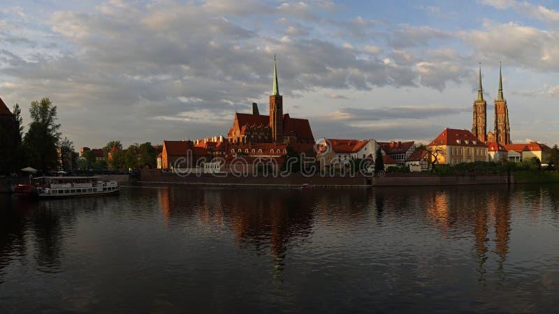 Chiesa dell'incrocio santo e cattedrale di Wroclaw sull'isola di Tumski, Polonia fotografia stock