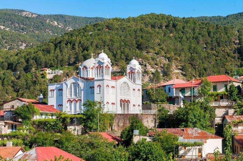 Chiesa dell'incrocio santo nel villaggio di Pedoulas immagini stock