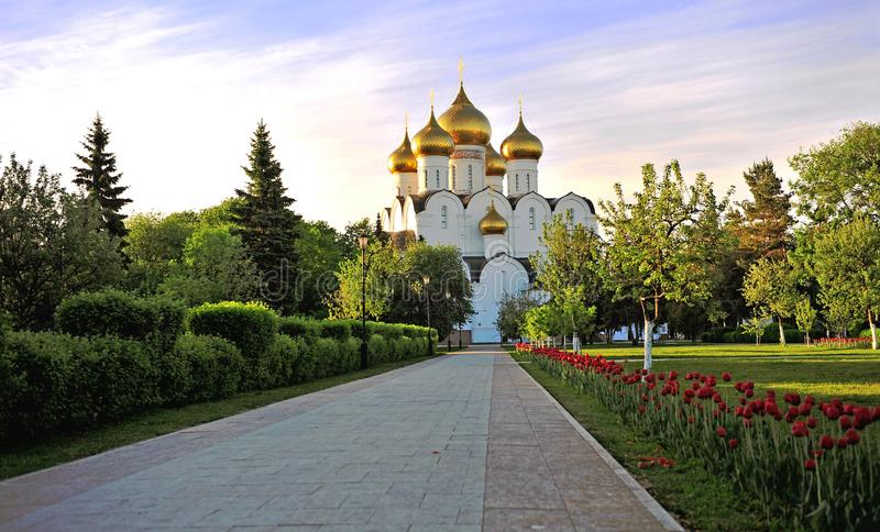 Chiesa della cattedrale della città di Yaroslavl su estate fotografia stock libera da diritti