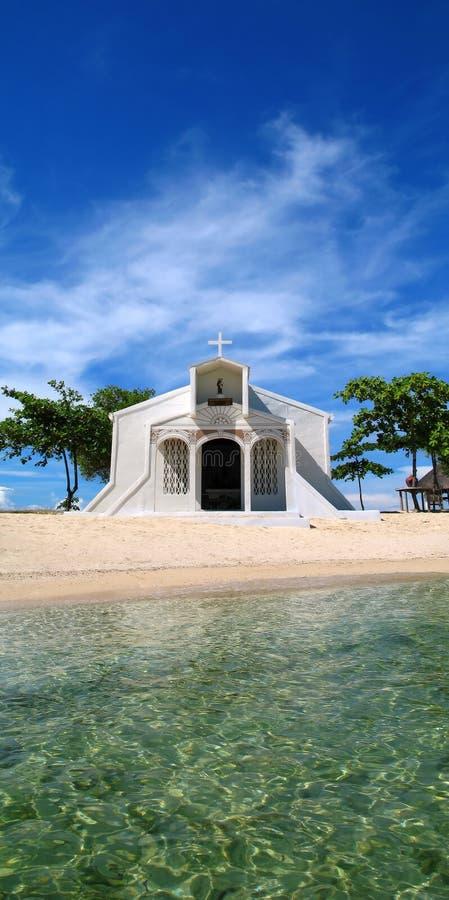 Chiesa della spiaggia in Filippine fotografia stock