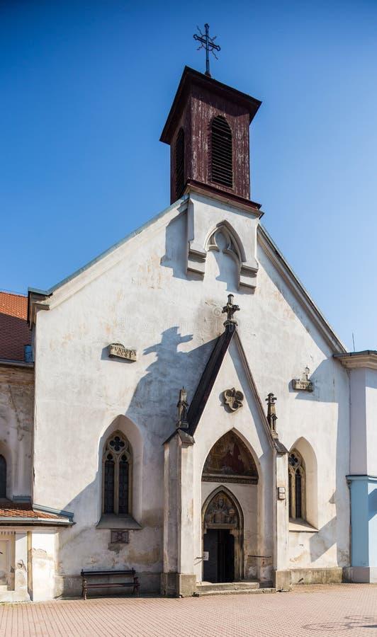 Chiesa della st Elisabeth Banska Bystrica - in Slovacchia fotografia stock