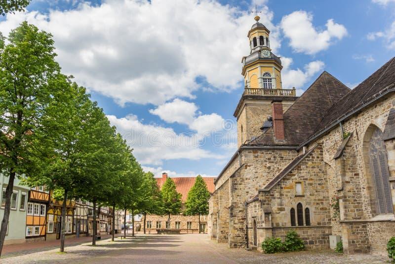 Chiesa della st Nicolai nel centro storico di Rinteln fotografia stock