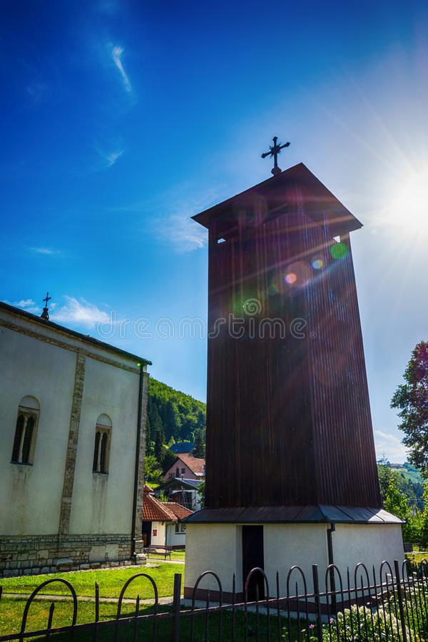 Chiesa della trinità santa in Nova Varos in Serbia immagini stock