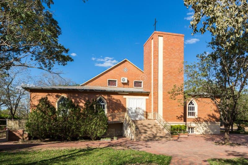 Chiesa di Adonai in Filadelfia, nella colonia mennoniti Fernheim di Deutsch, dipartimento di Boqueron, Chaco di Gran, Paraguay fotografia stock