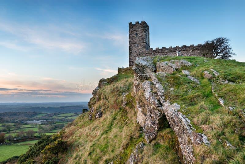 Chiesa di Brentor su Dartmoor immagine stock