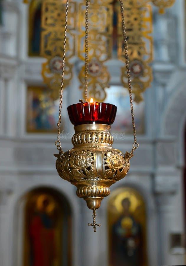 Chiesa di candela Lampada ortodossa di un simbolo olio di chiesa Segno di chiesa Cristianesimo e credenza Tempio religioso immagini stock libere da diritti