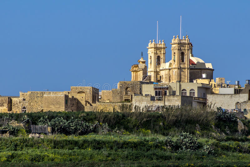 Chiesa di Gharb dai tum Pinu Gozo fotografia stock libera da diritti