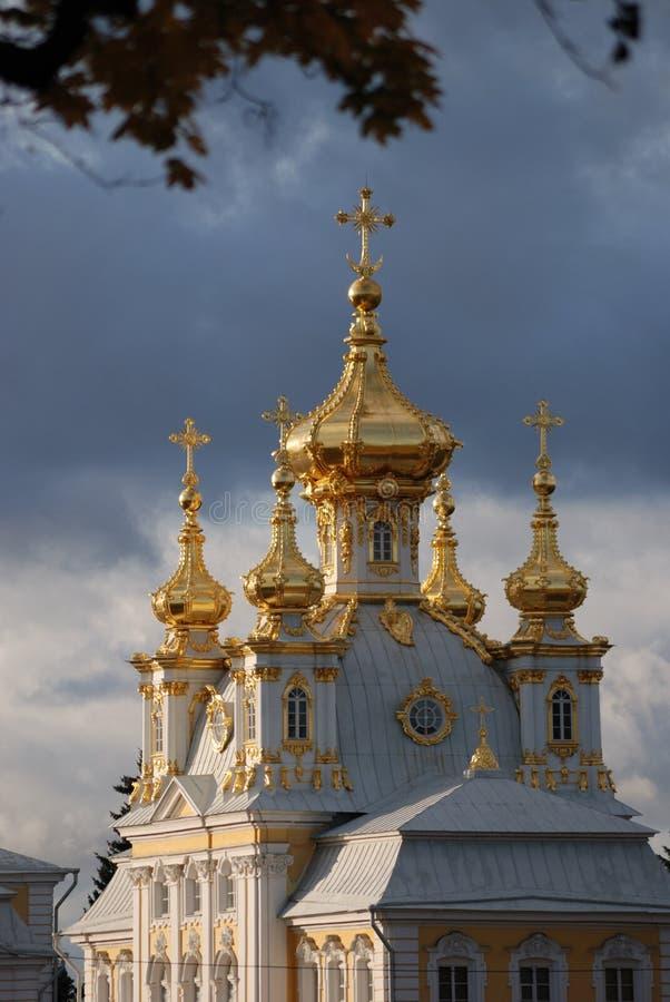 Chiesa di grande palazzo in Petrodvorets fotografia stock libera da diritti