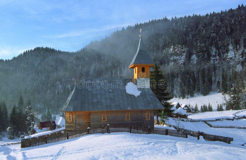 Download Chiesa di legno fotografia stock. Immagine di scena, tracce - 7311642