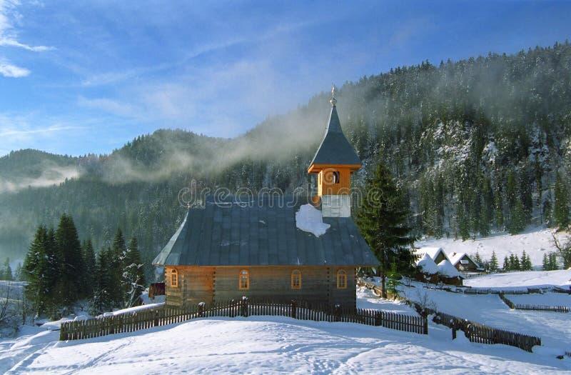 Download Chiesa di legno fotografia stock. Immagine di collina - 7313940