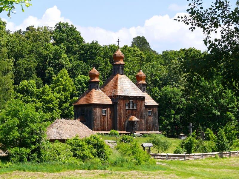 Chiesa di legno al museo esterno di Pyrohiv (Pirogovo) fotografie stock
