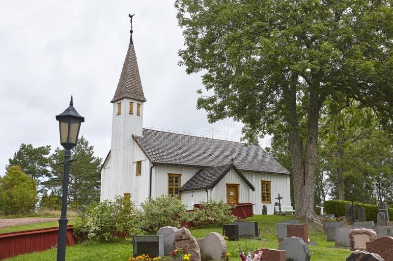 Chiesa di legno bianca tradizionale della st Andreas in Finlandia aland fotografia stock