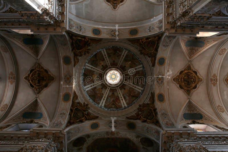 Chiesa di Madeleine del san in dettaglio della cupola e del soffitto di Siviglia immagine stock libera da diritti
