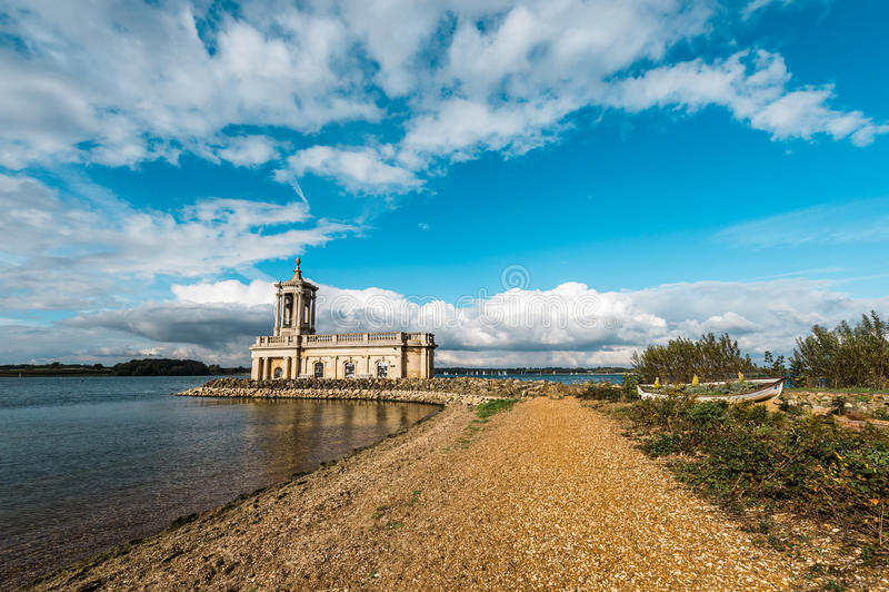 Chiesa di Normanton in Rutland Water Park, Inghilterra immagini stock
