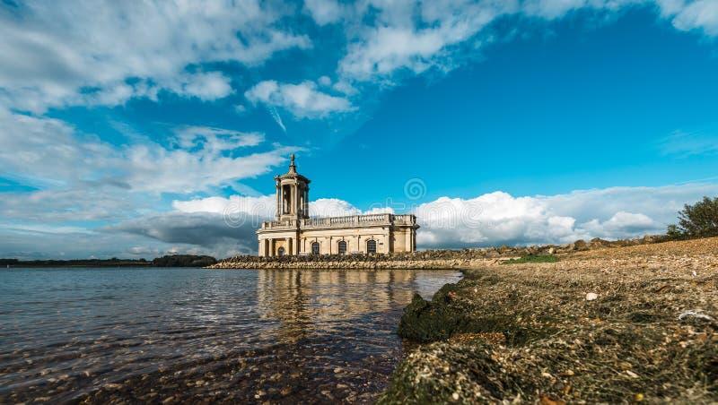 Chiesa di Normanton in Rutland Water Park, Inghilterra immagine stock