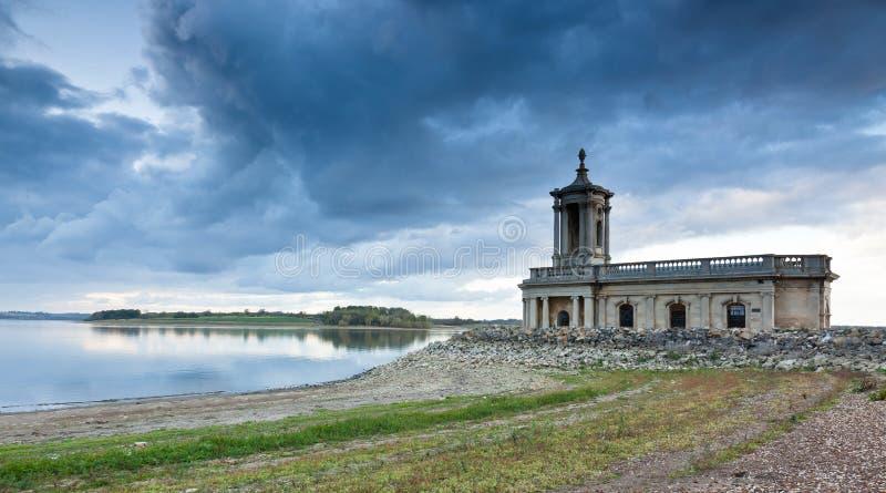 Chiesa di Normanton sull'acqua di Rutland immagine stock libera da diritti
