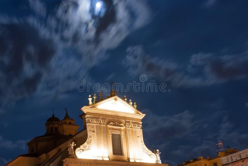 Chiesa di notte immagine stock