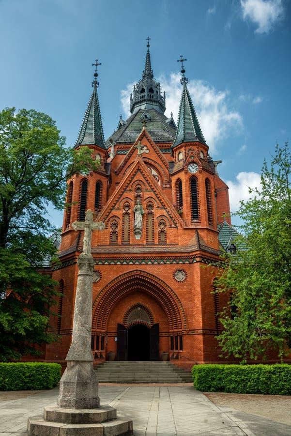 Chiesa di parrocchia famosa in Breclav immagini stock