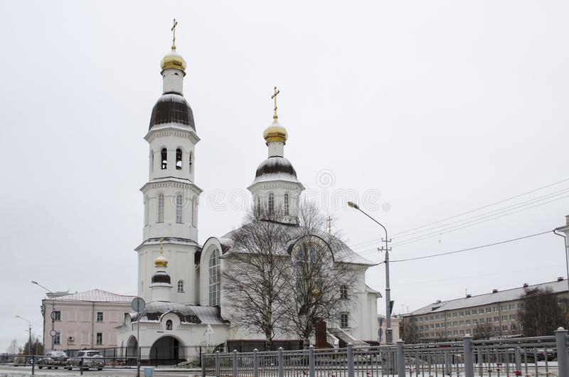 Chiesa di presupposto sull'argine del dvina nordico Arcangelo Russia immagini stock