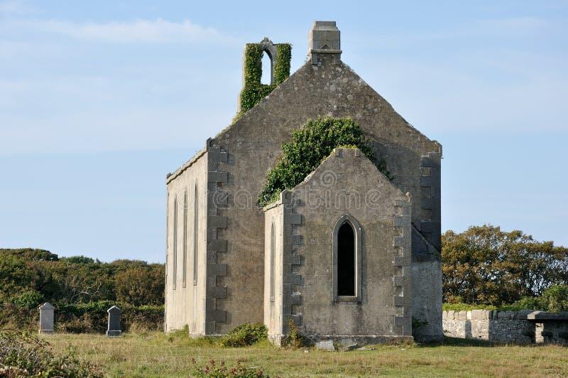 Chiesa di rovina dell'isola dell'Irlanda Aran e tombs1 immagine stock libera da diritti