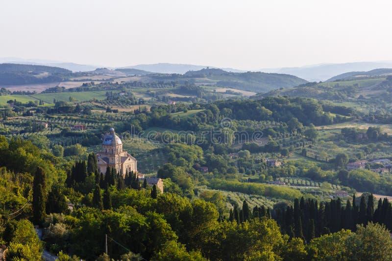 Chiesa di San Biagio e paesaggio vicino a Montepulciano, Italia fotografia stock libera da diritti