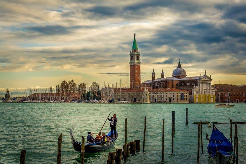 Chiesa Di San Giorgio Maggiore en gondoles in Venetië, Italië stock afbeeldingen