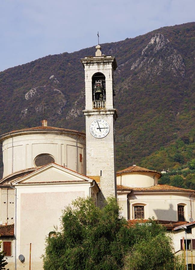 Chiesa di San Zenone nella vendita Marasino sul lago Iseo fotografie stock libere da diritti