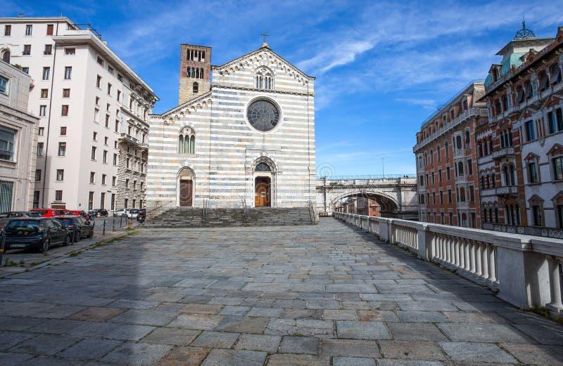 Chiesa di Santo Stefano nel centro urbano di Genova, Italia fotografie stock