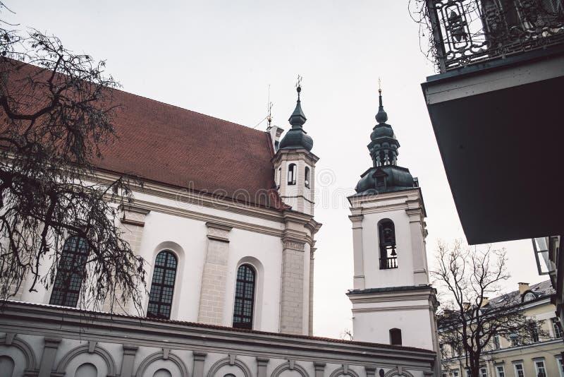 Chiesa di St Michael l'arcangelo al centro di Vilnius fotografia stock