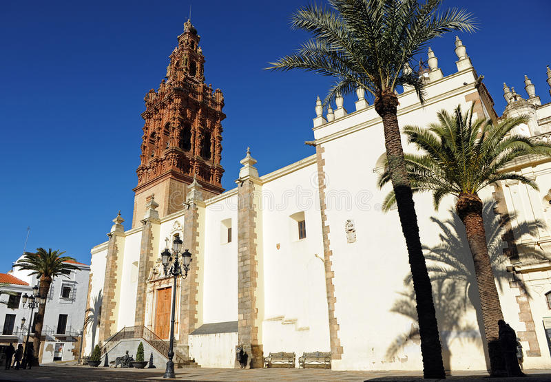 Chiesa di St Michael nella plaza della Spagna, Jerez de los Caballeros, provincia di Badajoz, Spagna immagini stock libere da diritti